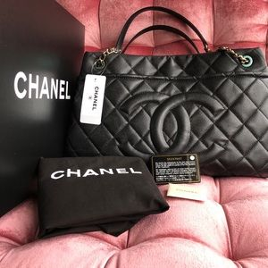 🆕 CHANEL Timeless Caviar Hobo Bag 🆕